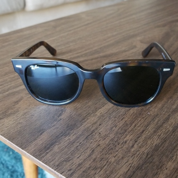 a1997839cc2 Tortoise Shell Ray-Ban Wayfarer Sunglasses. M 5c3ba302951996b02a88ac14